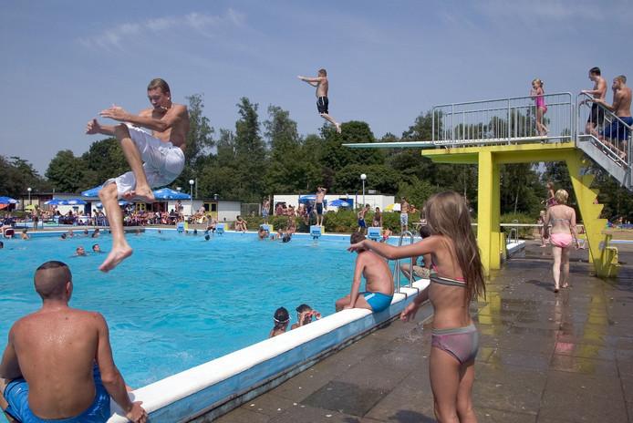 Geldrop   zwemmen in buitenbad de Smelen