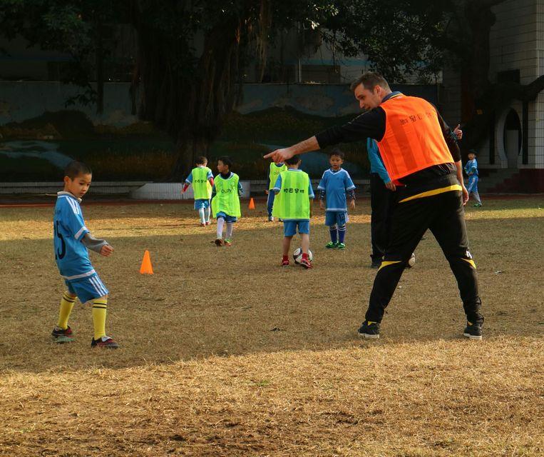 Vincent Gaillard aan het werk op school in Belhai. Beeld RV