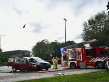 Twee auto's botsen op elkaar in Woerden