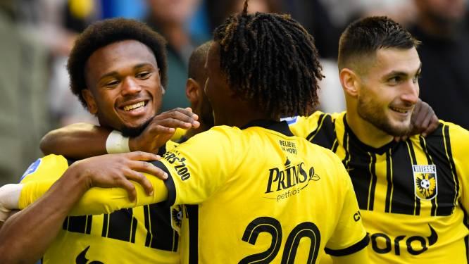 Ontketende Openda bezorgt Vitesse zege in heerlijk voetbalgevecht met Feyenoord