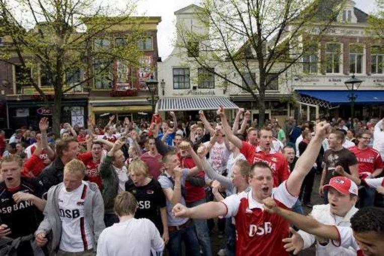 De supporters van AZ kunnen eindelijk vieren. Beeld UNKNOWN
