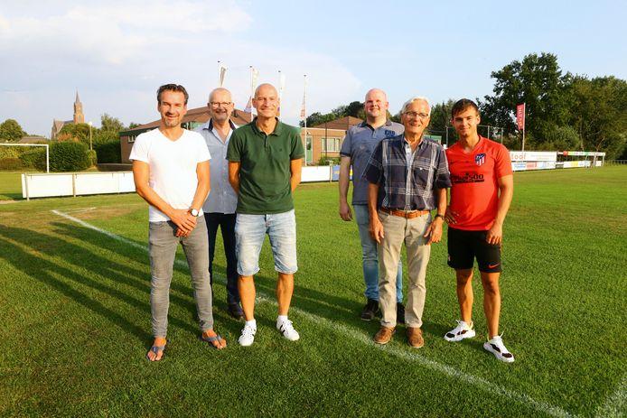Van links naar rechts: Wim, Louis, Ton, Niels, Cor en Luuk Steenbekkers.
