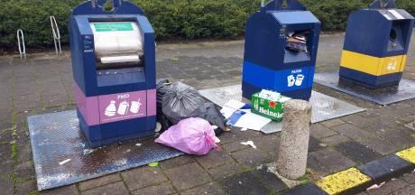 Spijkenissers zijn overvolle afvalcontainers spuugzat: 'Elke keer moet vuilniszak weer mee naar huis'