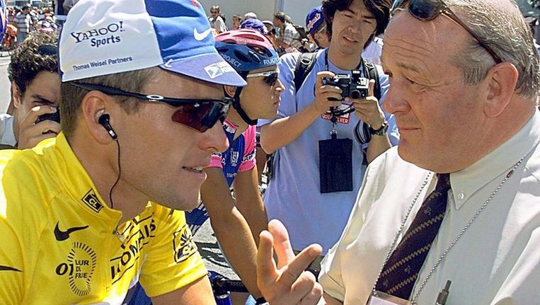 Jean-Marie Leblanc in conclaaf met Lance Armstrong Beeld EPA