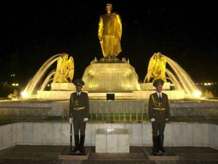 Het standbeeld van de Turkmeense ex-dictator Nijazov. ANP Beeld