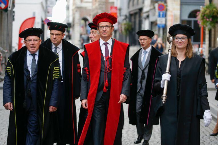 KU Leuven-rector Luc Sels tijdens de 'Stoet der Togati'. Beeld BELGA