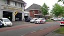 De politie ging met meerdere eenheden naar De Bandenkoning aan de Asselsestraat.