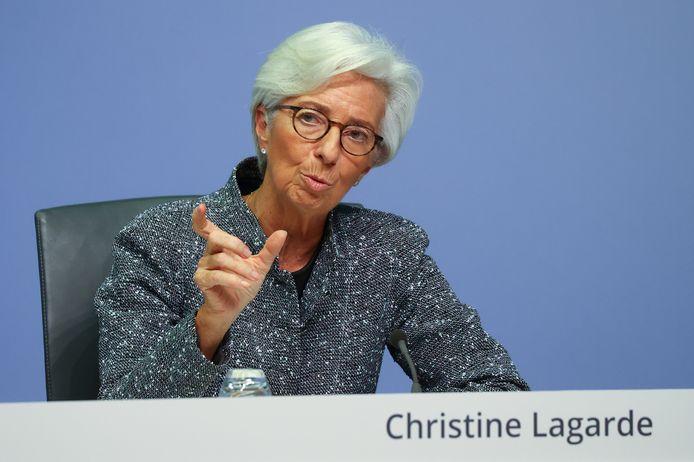 Lagarde vreest dat de economie van de eurolanden met vijf procent kan krimpen.