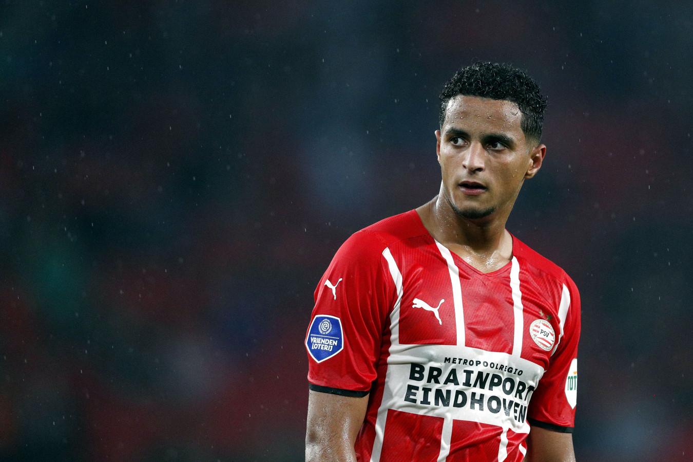 Mohamed Ihattaren zit in de nesten bij PSV en traint vanaf maandag individueel bij de club.