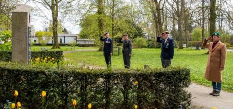 Veteranen brengen ondanks corona tóch eerbetoon bij oorlogsmonument in Nunspeet: 'Herdenken gaat door'