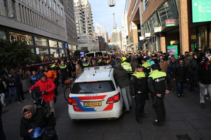 Jongeren veroorzaken overlast in de Grote Marktstraat tijdens de voorjaarsvakantie.