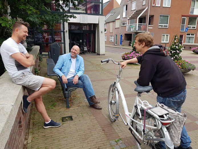 Superspeurders Peter Muilwijk (links), Marcel Klijn (midden) en Michel de Ruiter tijdens een eerdere zoektocht in 2019.