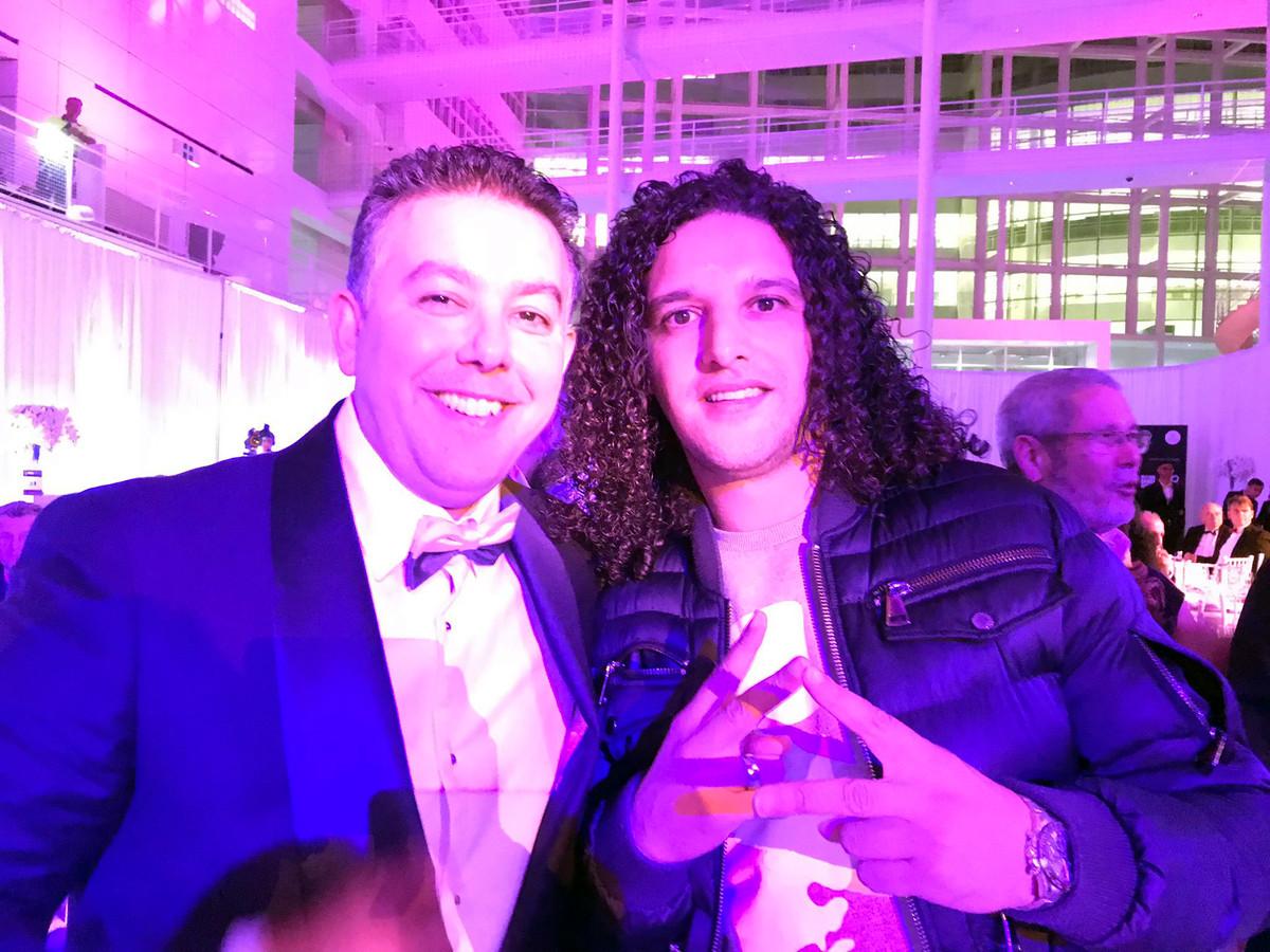 Wethouder Rachid Guernaoui en rapper Ali B tijdens de Diwan Awards 2018 in Den Haag.