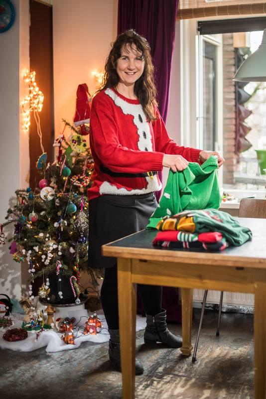 Riënne wopereis heeft kersttruien nodig voor een senioren project. Arnhem