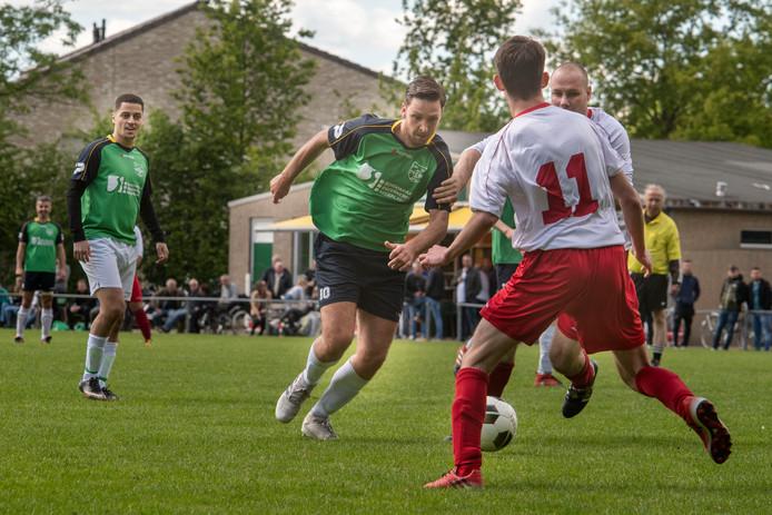 Bryan Veth (midden) scoorde eenmaal namens PCP tegen Advendo.