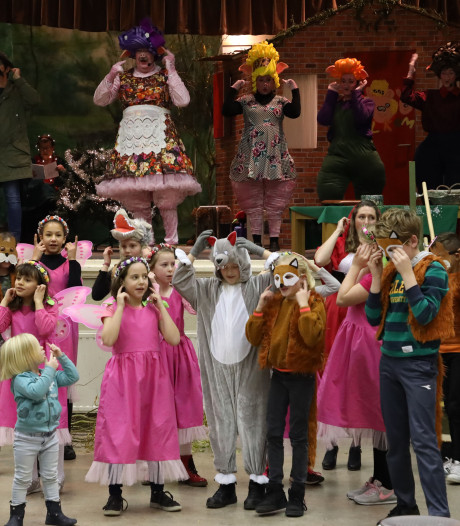 Uitbundig publiek bij première Roodkapje en de Drie Biggetjes