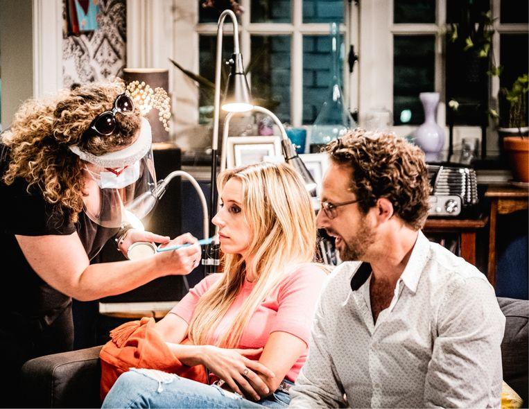 Christophe Haddad: 'Tine zit ook in mijn privéleven in mijn bubbel: zij was de eerste die ik zag toen de maatregelen versoepeld werden, dus hoeven we op de set geen afstand te houden.' Beeld Wouter Van Vaerenbergh