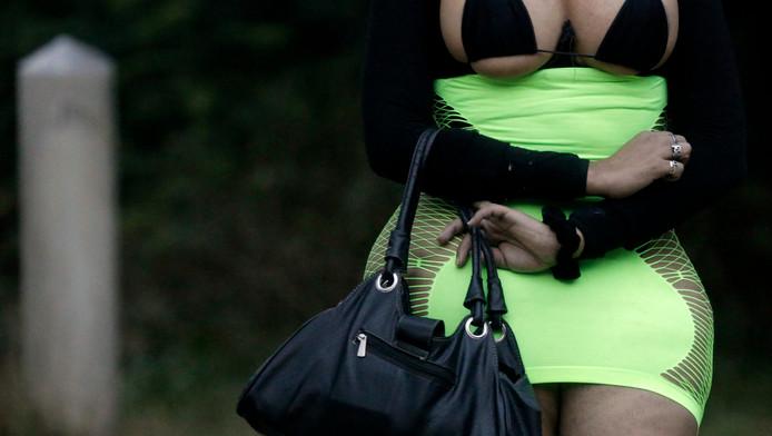 Een prostituee op de Bois de Boulogne, in Parijs