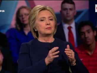 """Clinton en Sanders noemen Trump """"onverdraagzaam"""" en """"ziekelijke leugenaar"""""""