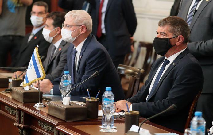 Israëlisch minister van Buitenlandse Zaken Gabi Ashkenazi en Egyptisch minister van Buitenlandse Zaken Shoukry in Caïro