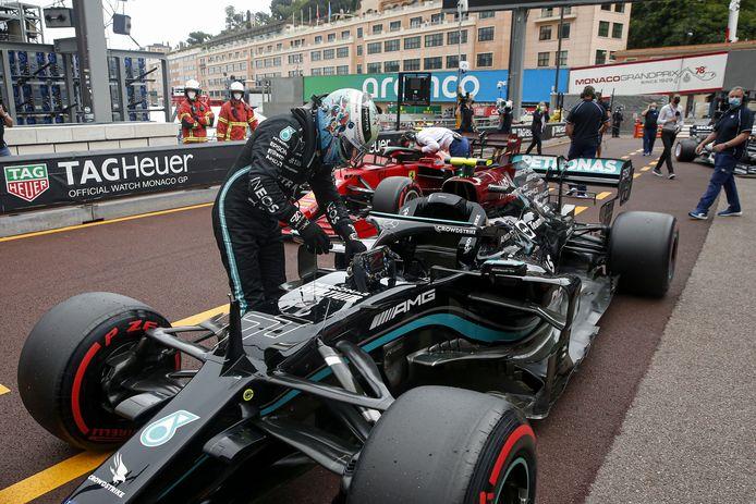 Valtteri Bottas zag zijn race in Monaco abrupt tot een eind komen omdat zijn wiel vast bleef zitten.