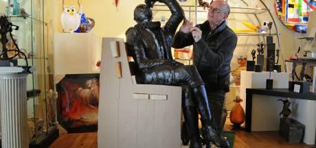 Uitvinder van de verrekijker Hans Lipperhey vereeuwigd in brons