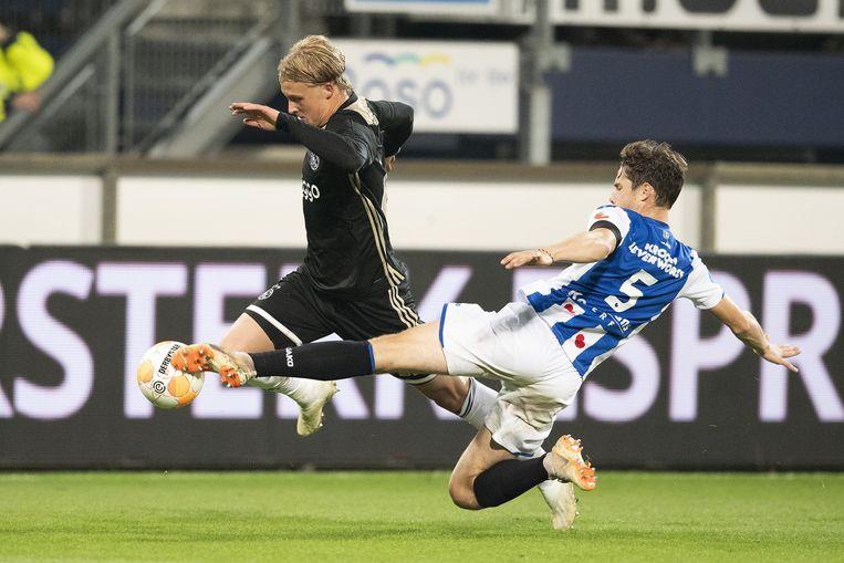 Ajax zet Heerenveen met speels gemak opzij en blijft in spoor PSV