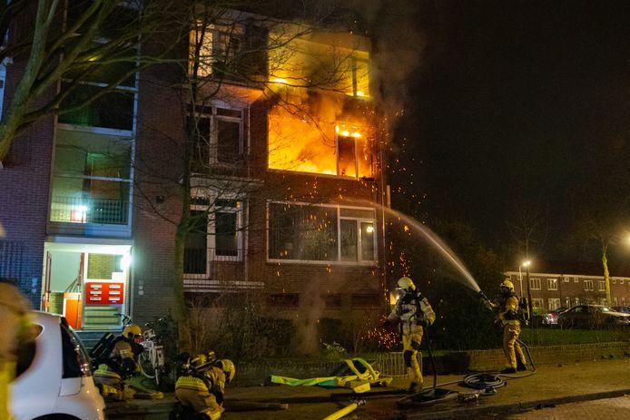 Ondanks inzet van de brandweer brandde de woning volledig uit.