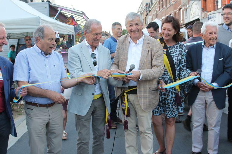 Het nieuwe Dilbeekse centrum werd vrijdagavond plechtig geopend met een inwandeling van de nieuwe straten.