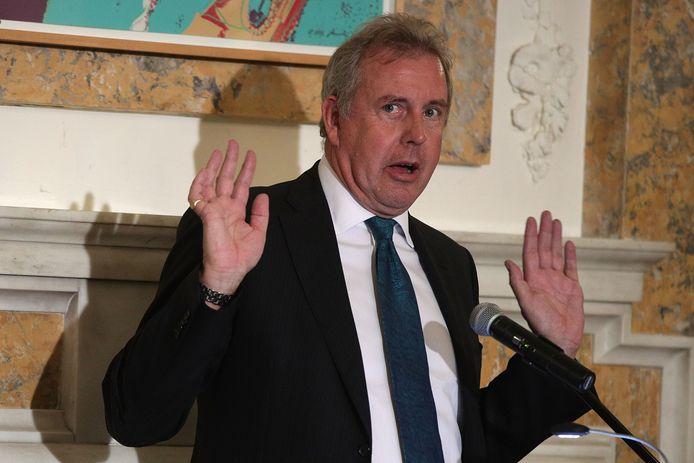 De Britse ambassadeur in Washington gooit de handdoek in de ring en stapt op.