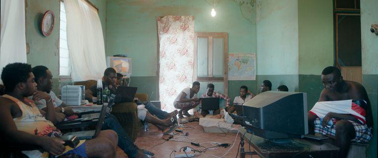 Still uit de film 'Sakawa', een documentaire geregisseerd door de Ghanese Belg Ben Asamoah. Beeld rv