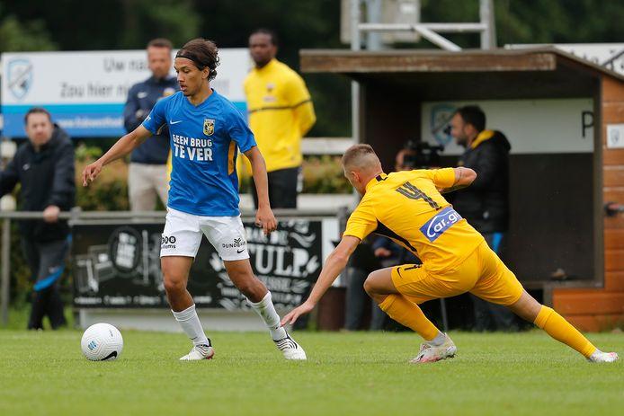 Enrico Hernández tijdens een oefenduel in de voorbereiding met Vitesse.