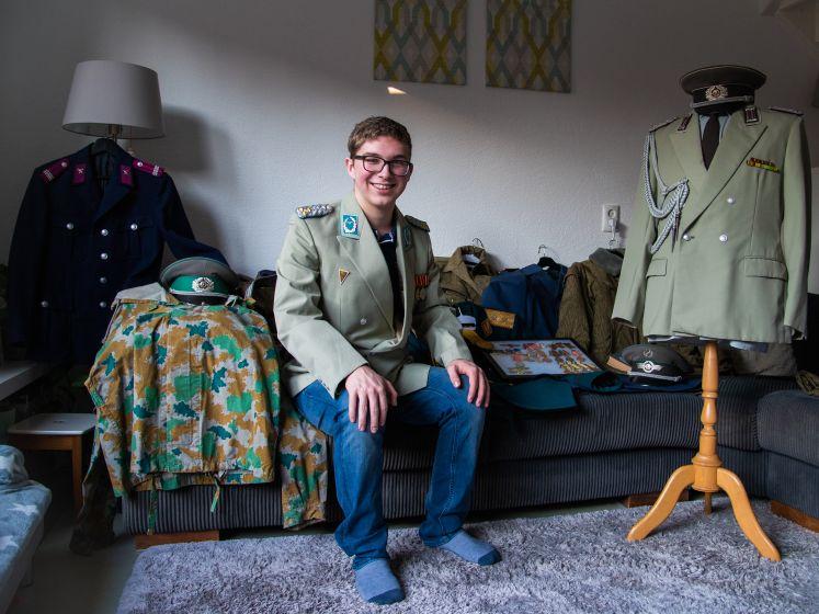 Tim (17) spaart Oost-Europese generaalsuniformen