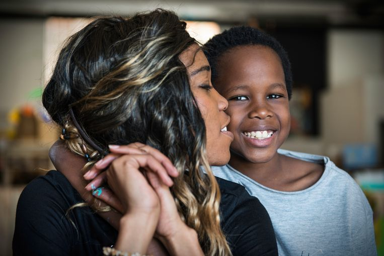 Lulu King en haar zoontje. Beeld Bram Lammers