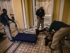 Le jour d'après: nettoyage du Capitole après la prise d'assaut des pro-Trump