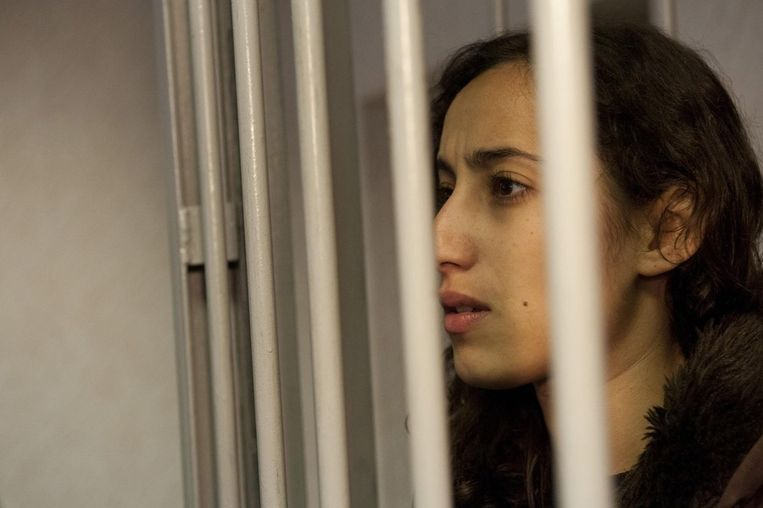 De Nederlandse Greenpeace-activiste Faiza Oulahsen in een Russische cel Beeld ANP