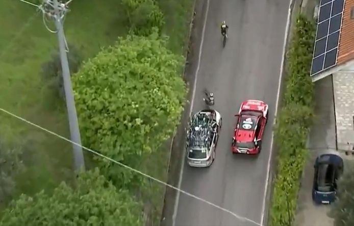 Pieter Serry a été percuté par une voiture dans la dernière montée de la sixième étape du Giro.