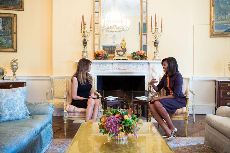 Melania Trump op de thee bij Michelle Obama. Beeld photo_news