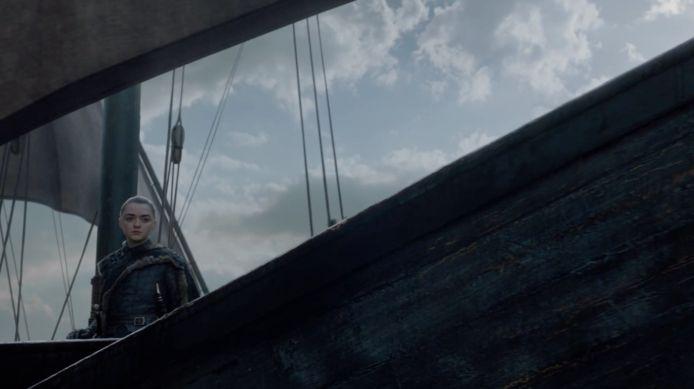 Arya zeilt het onbekende tegemoet.