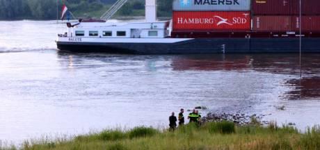 Lichaam gevonden in de Waal bij Rossum, mogelijk een van de jonge slachtoffers van Duits zwemdrama