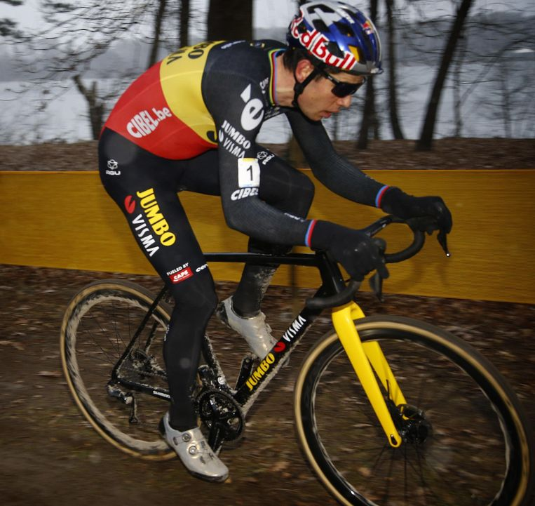 Geen verplichte quarantaine in Tokio, dus Wout van Aert kan alvast naar de Tour én de olympische wegrit.   Beeld Photo News
