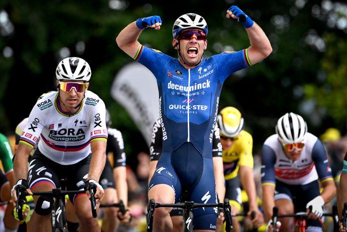 Mark Cavendish kan het nog: na zes jaar wint hij in Fougères weer een etappe in de Tour de France.