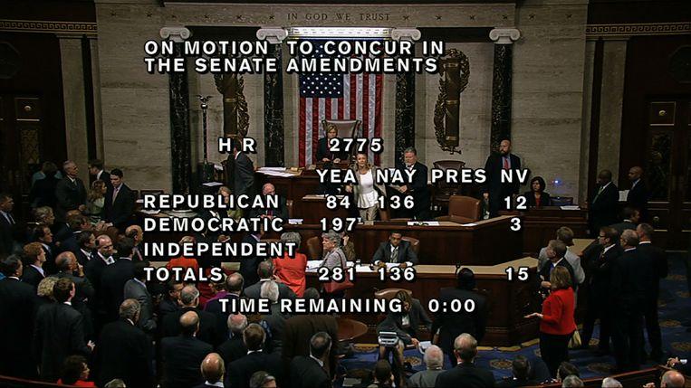 De stemming in het Huis van Afgevaardigden. De eindstand kwam uit op 285 voor, 144 tegen. Beeld AP