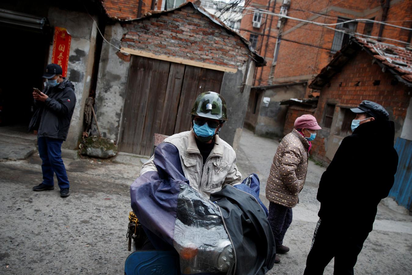 Mensen met maskers in de Chinese provincie Jiangxi.