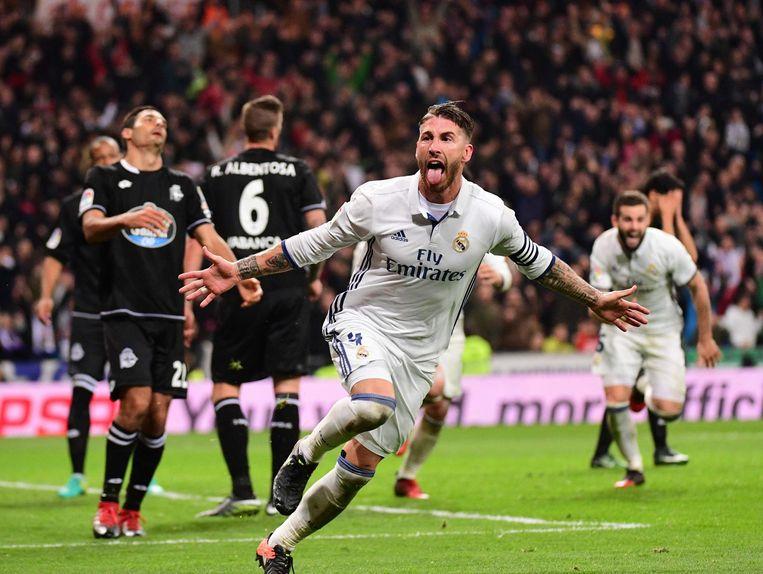 Sergio Ramos maakt de bevrijdende treffer. Beeld AFP