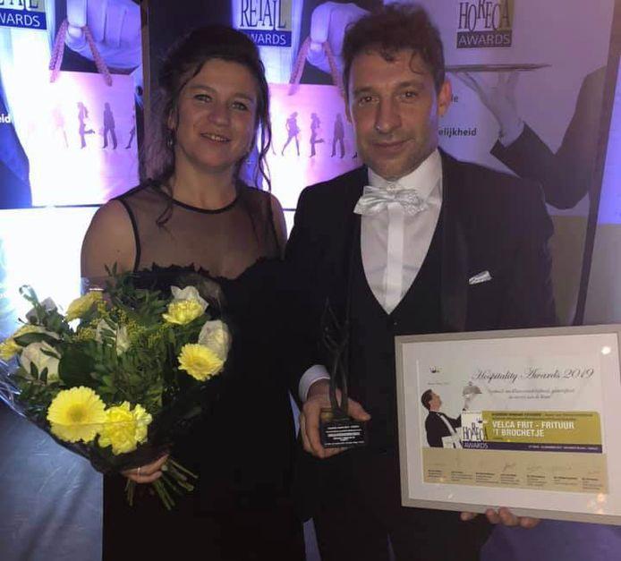 Sandra en Kurt van 't Brochetje uit Izegem wonnen de Horeca Award voor klantvriendelijkste frituur.