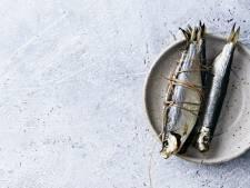 Met deze truc plakt je vis nooit meer vast aan de pan