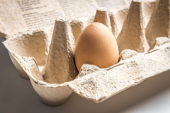In de meeste supermarkten zijn door de coronacrisis alleen grote eierdozen te koop.
