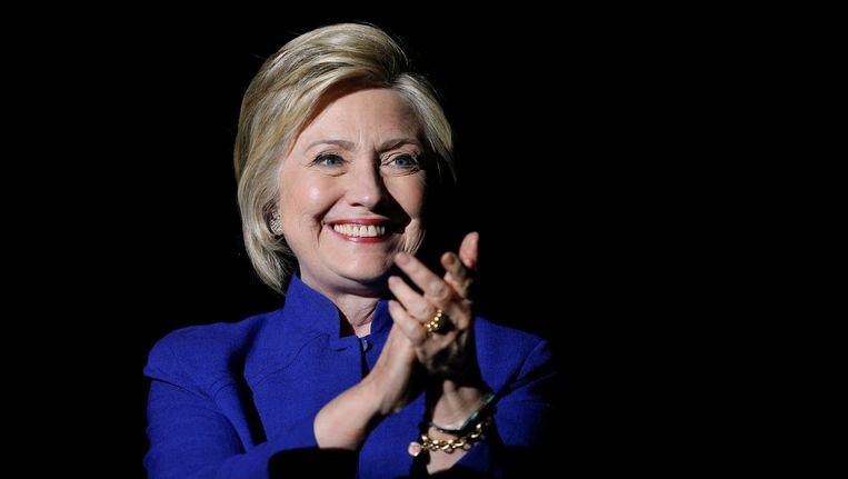 Hillary Clinton heeft genoeg gedelegeerden voor de nominatie, zo bleek vannacht. Beeld reuters