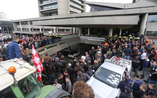 Boerenprotest bij het provinciehuis in Den Bosch.